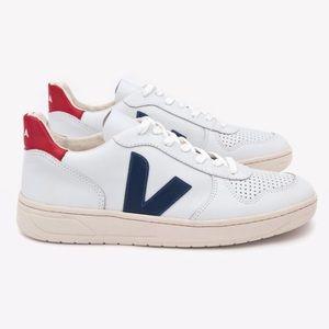 Veja V-10 Sneakers (Size 5)